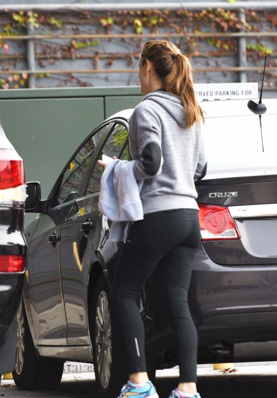 Jennifer Garner Booty in Tights - Out in Brentwood, CA