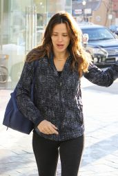 Jennifer Garner in Tights - Out in Brentwood, CA 1/7/2016