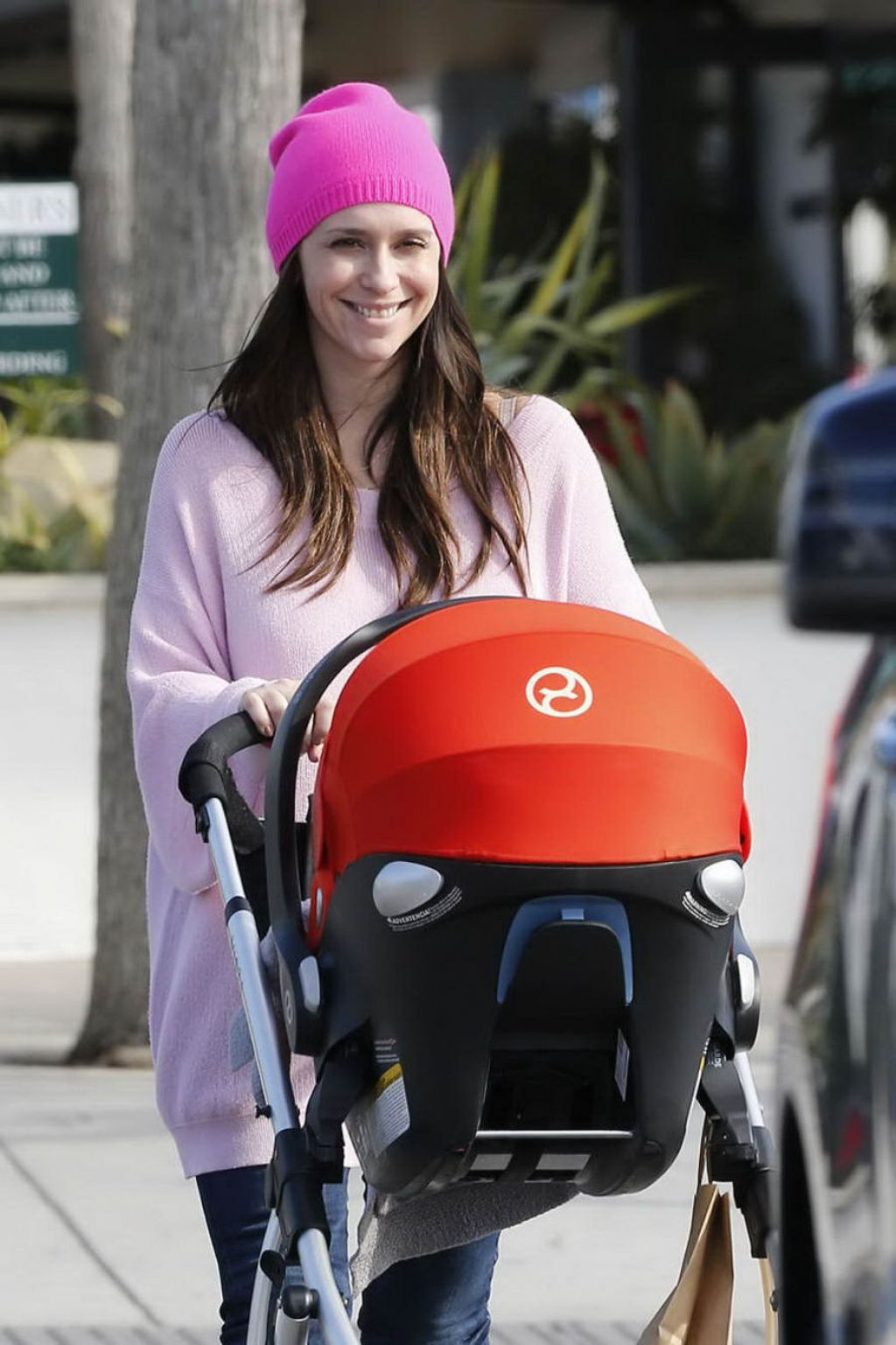 Jennifer Love Hewitt Street Style Leaving The Market In