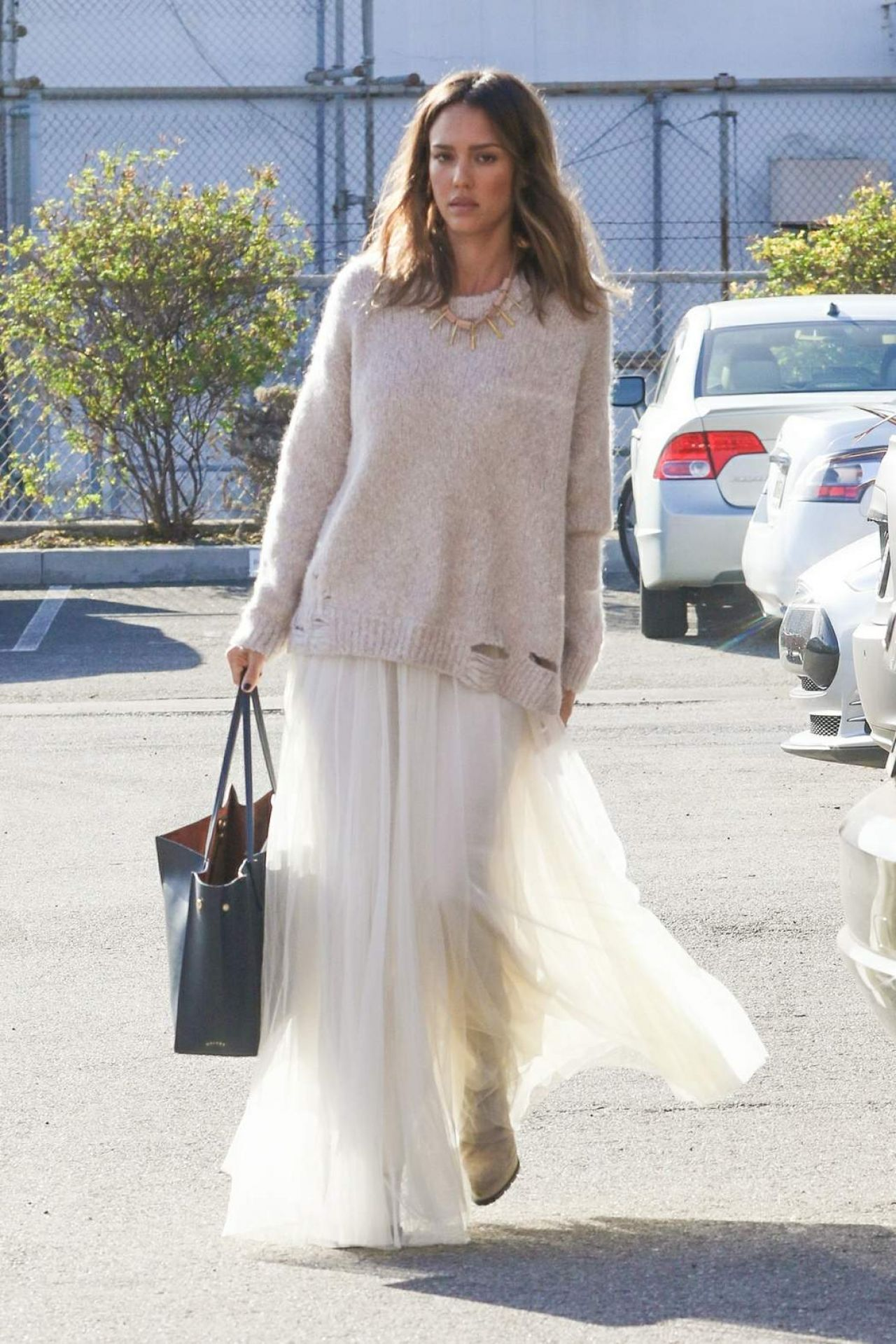 Jessica Alba Casual Style - Out in Los Angeles, January 22 ...
