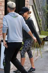 Jessica Alba in Tights - Going to the Gym in Los Angeles 1/3/2016