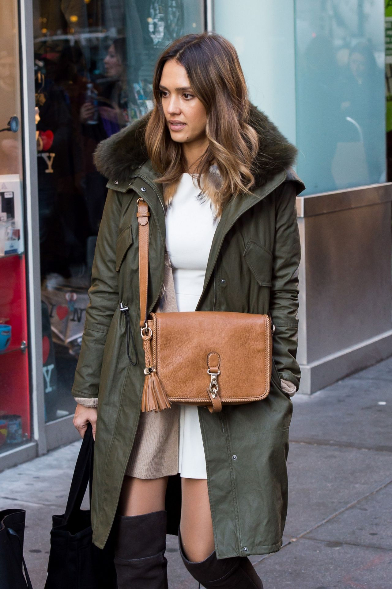 Jessica Alba Winter Style Shopping In Nyc 1 27 2016