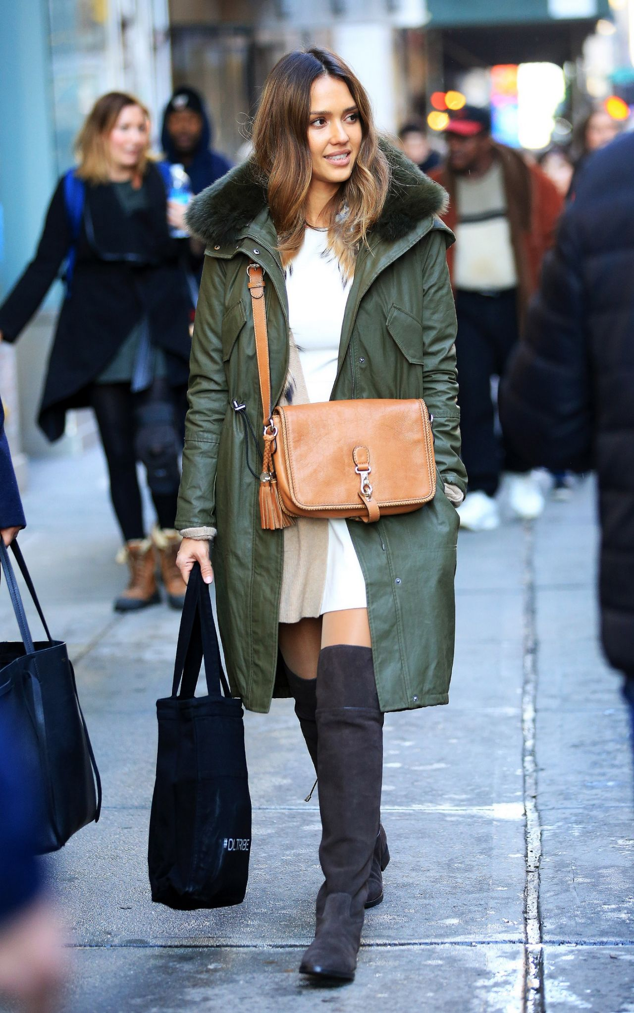Jessica alba winter style shopping in nyc 1 27 2016 Jessica alba fashion and style