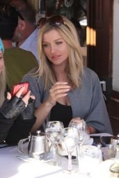 Joanna Krupa - Il Pastaio Italian Restaurant in Beverly Hills, December 2015