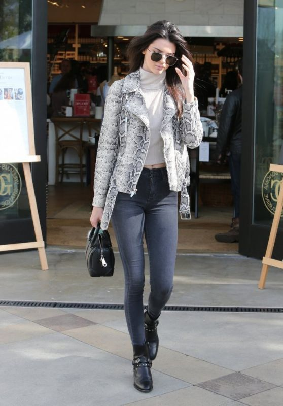Kendall Jenner Casual Style At Williams Sonoma In Calabasas 1 14 2016