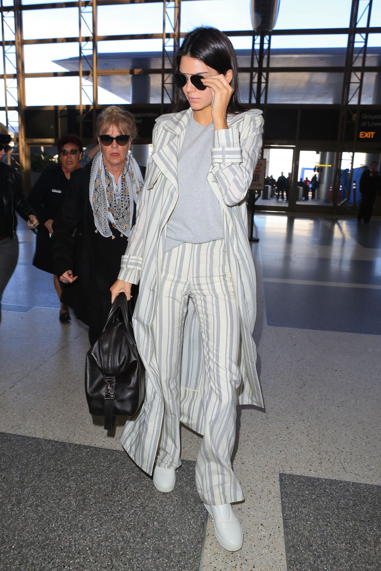 Kendall Jenner Street Fashion At Lax Airport In Los