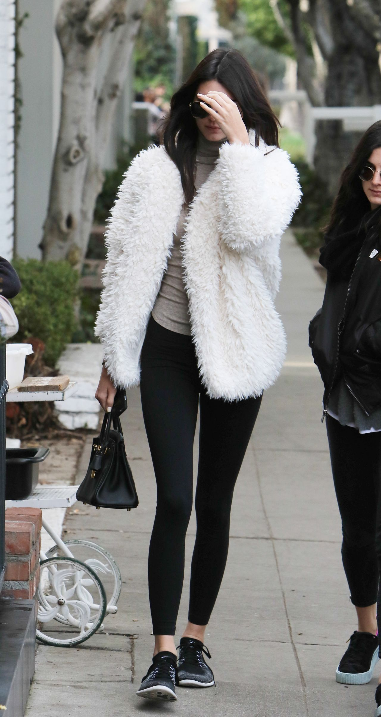 Kendall Jenner Street Style Out In Los Angeles Ca 1 3 2016