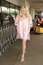 Kesha at LAX in Los Angeles 1/10/2016
