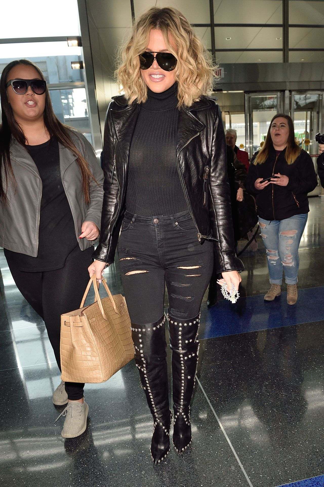 Khloe Kardashian At Jfk Airport In New York City 1 15 2016