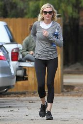 Kirsten Dunst in Leggings - Out in Studio City, January 2016