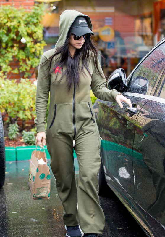 Kourtney Kardashian - Calabasas, CA 1/6/2016