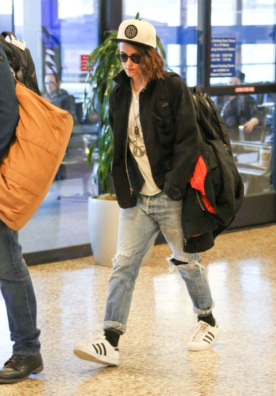 Kristen Stewart at Salt Lake City International Airport, January 2016