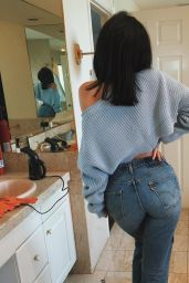 Kylie Jenner Booty in Jeans - Mirror Pics, January 2016