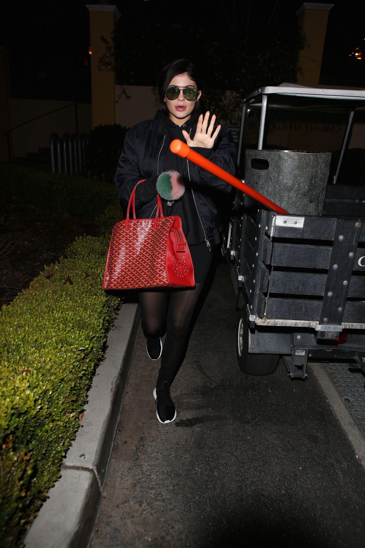 Kylie Jenner Street Style Out La 1 29 2016