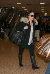 Lacey Chabert at Salt Lake City International Airport 1/25/2016
