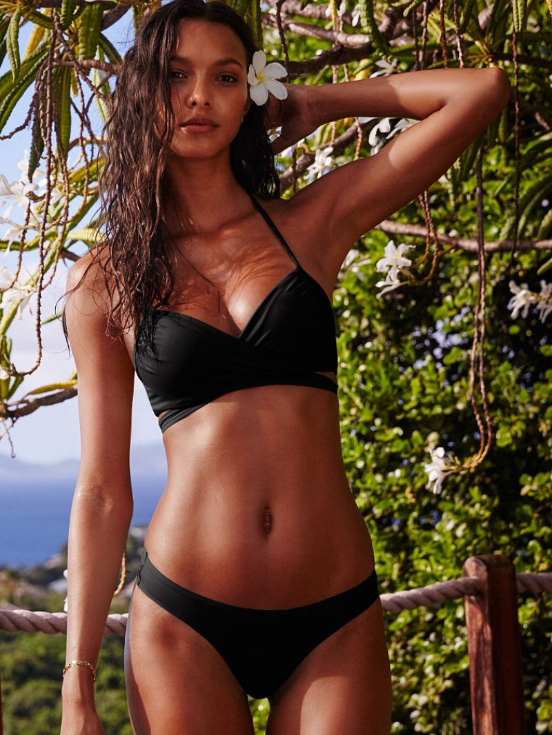 Lais ribeiro in a bikini 7 photos new images