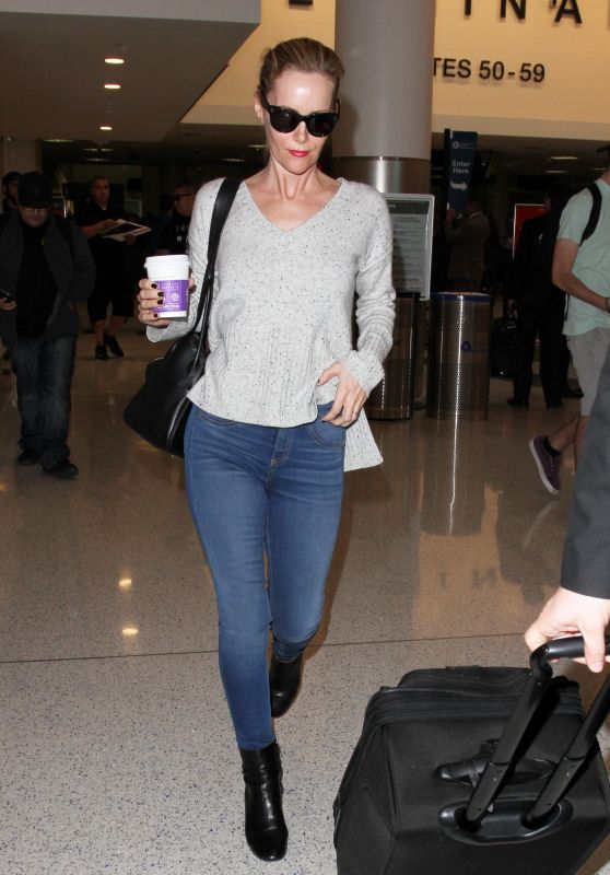 Leslie Mann in Jeans - LAX Airport in Los Angeles, January 2016
