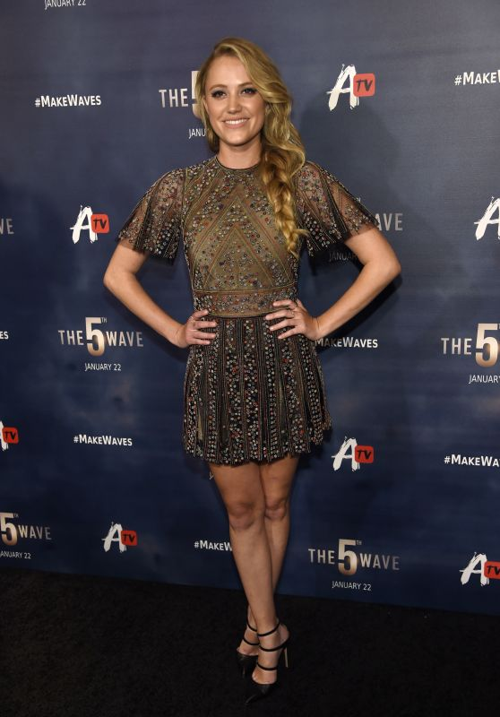 Maika Monroe – 'The 5th Wave' Premiere in Los Angeles, CA