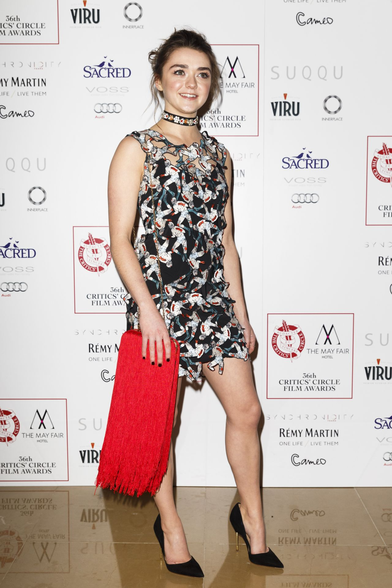 Maisie Williams Wins Young Performer of the Year, Hints at Arya's ...
