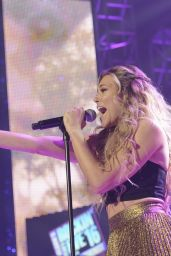 Rachel Platten – Dick Clark's New Year's Rockin' Eve 2016 in Los Angeles