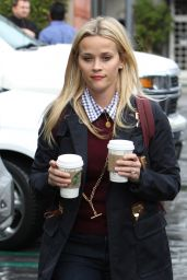 Reese Witherspoon Casual Style - Leaving Starbucks in Brentwood 1/6/2016