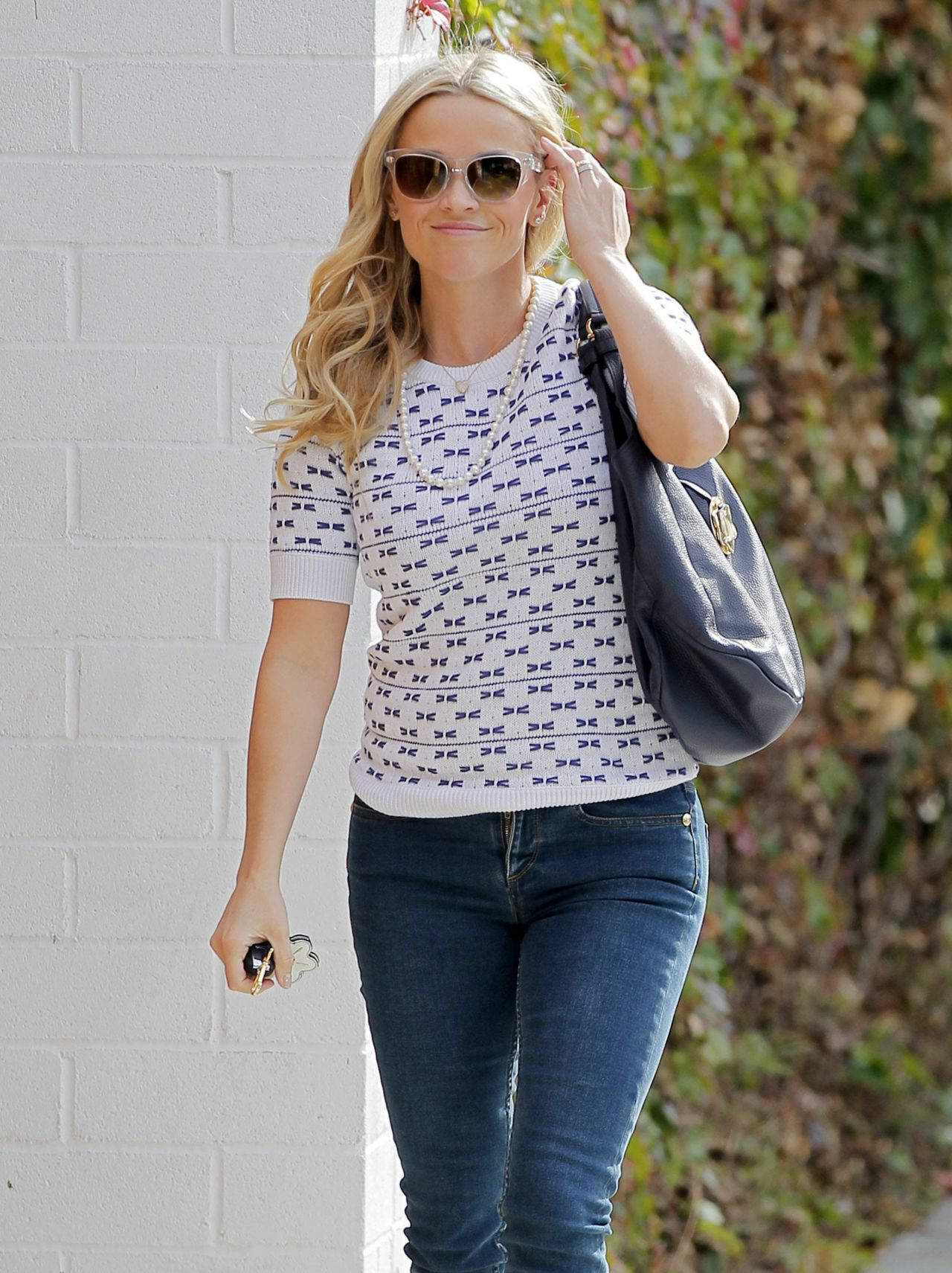 Reese Witherspoon Out In Los Angeles January 2016