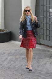 Reese Witherspoon Street Fashion - Out in Santa Monica, 01/15/2016
