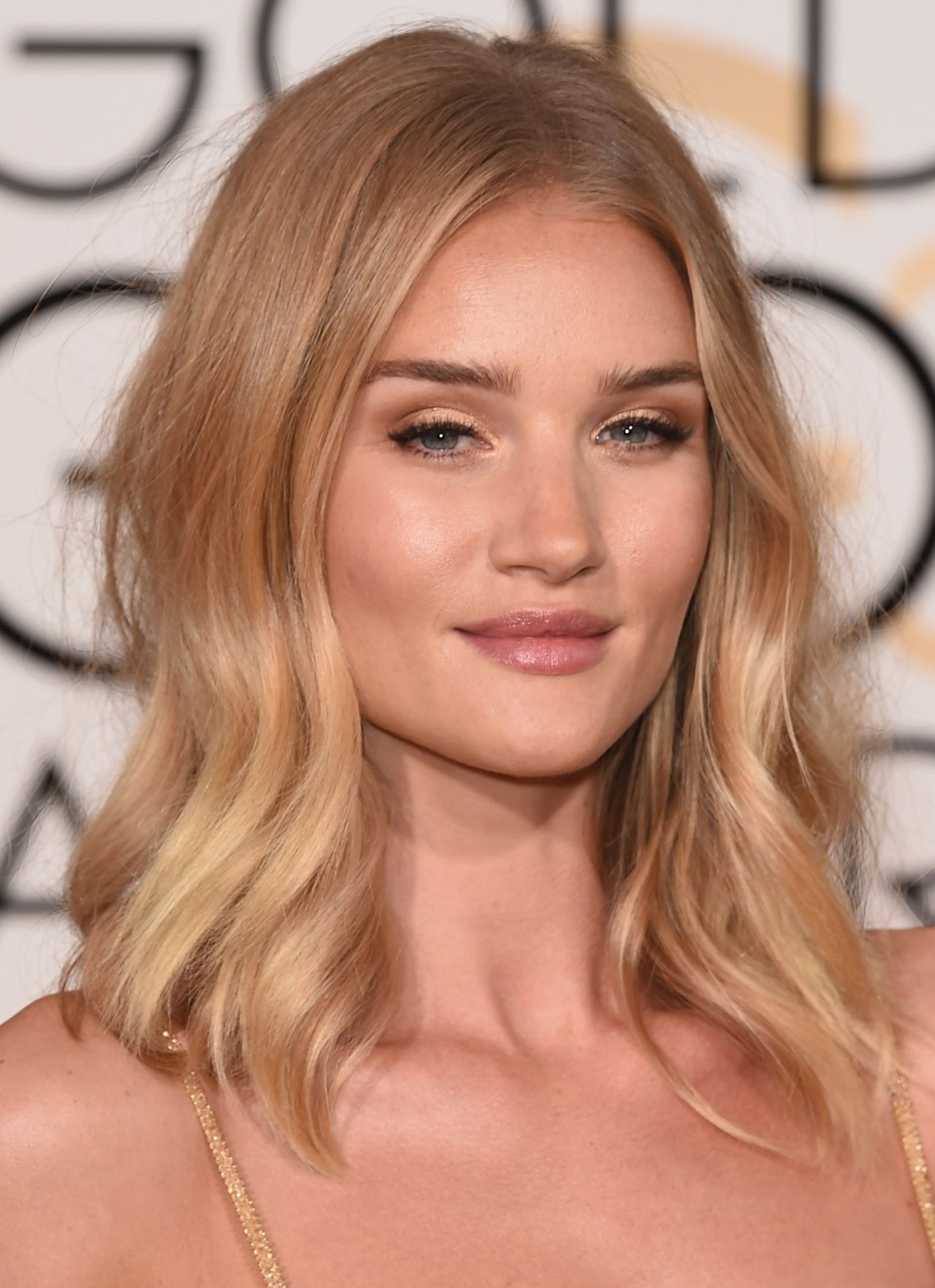 Rosie Huntington Whiteley 2016 Golden Globe Awards In