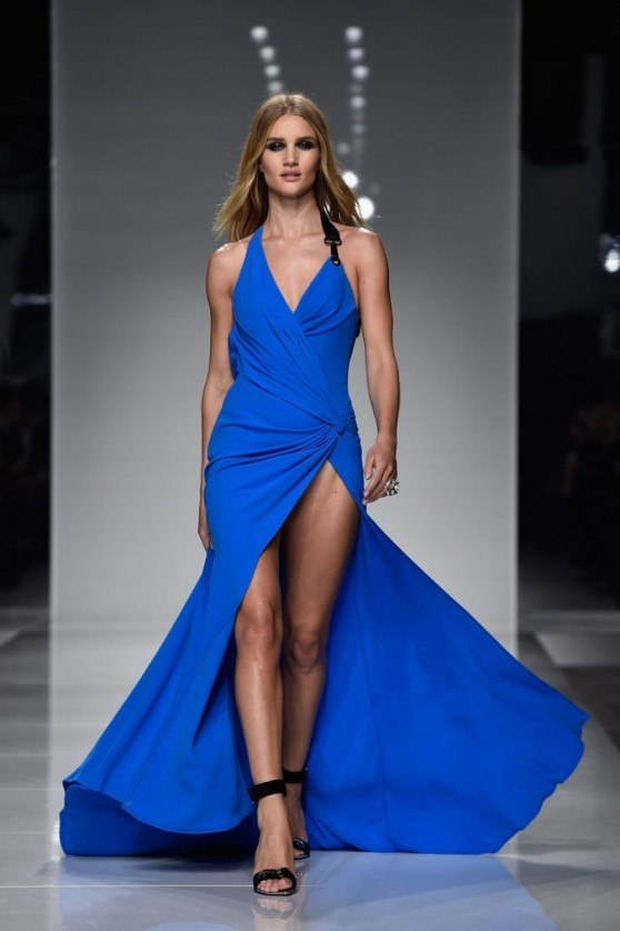 rosie-huntington-whiteley-versace-spring-summer-2016-show-paris-fashion-week-1