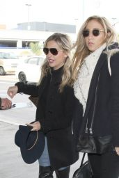 Sarah Michelle Gellar Airport Style - LAX in Los Angeles 1/20/2016