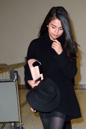 Selena Gomez - Arrives at JFK Airport in New York City, January 20, 2016