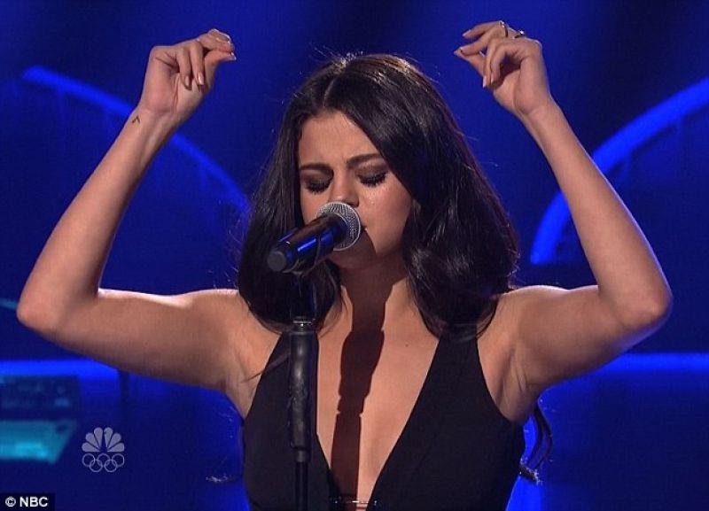 Selena Gomez Live