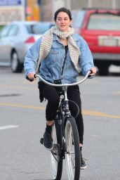 Shailene Woodley - Riding a Bicycle in Venice, CA 01/14/2016