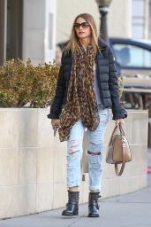 Sofia Vergara in Ripped Jeans - Out in Beverly Hills 12/29/2015