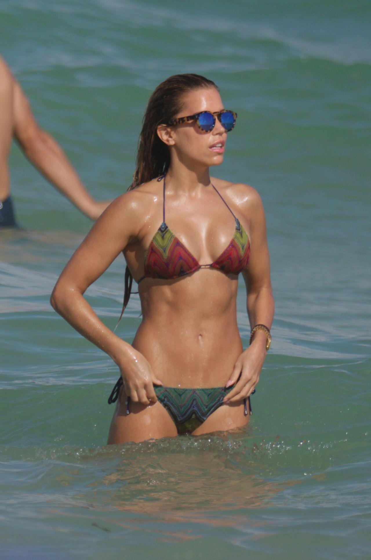 Hot Pussy In Bikini