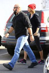 Taylor Swift in Leggings - Out in Los Angele 01/02/2016