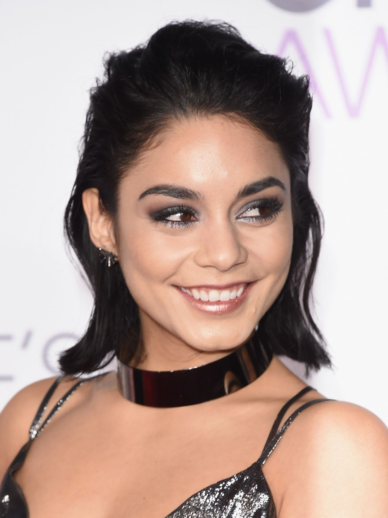 Vanessa Hudgens – 2016 People's Choice Awards in Microsoft Theater ...