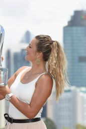 Victoria Azarenka - Poses With the Championship Trophy - Brisbane 1/10/2016