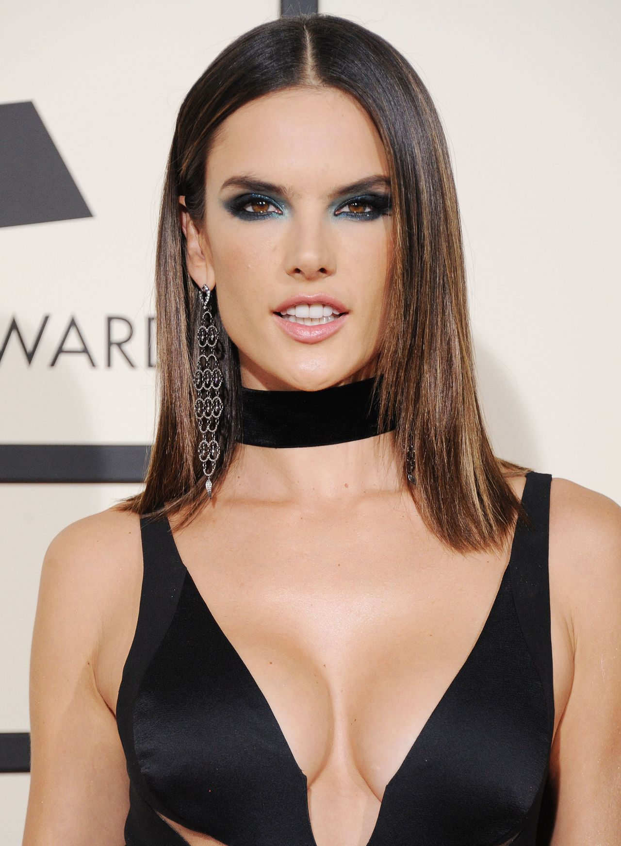 http://celebmafia.com/wp-content/uploads/2016/02/alessandra-ambrosio-2016-grammy-awards-in-los-angeles-ca-3.jpg