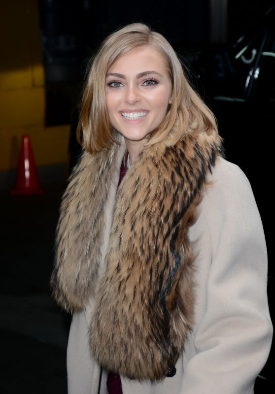 AnnaSophia Robb - Arrives at