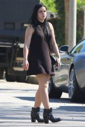Ariel Winter - Set of