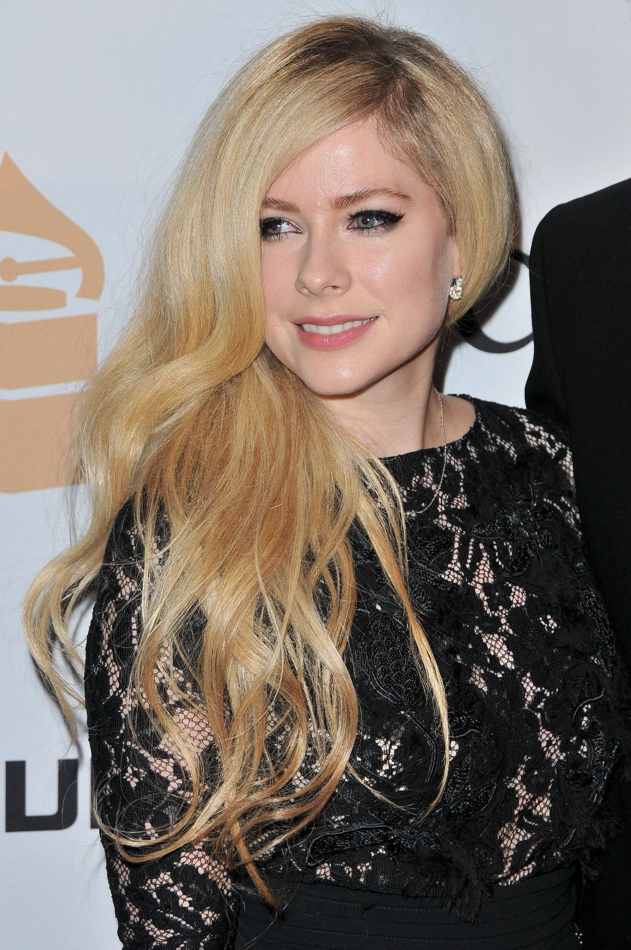 Avril Lavigne – 2016 Pre-GRAMMY Gala in Beverly Hills Avril Lavigne