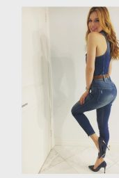 Bella Thorne Booty in Jeans - Social Media Pics 2/9/2016