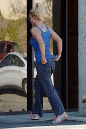 Britney Spears Street Style - Out for Lunch at Corner Bakery Cafe in Calabasas 2/6/2016