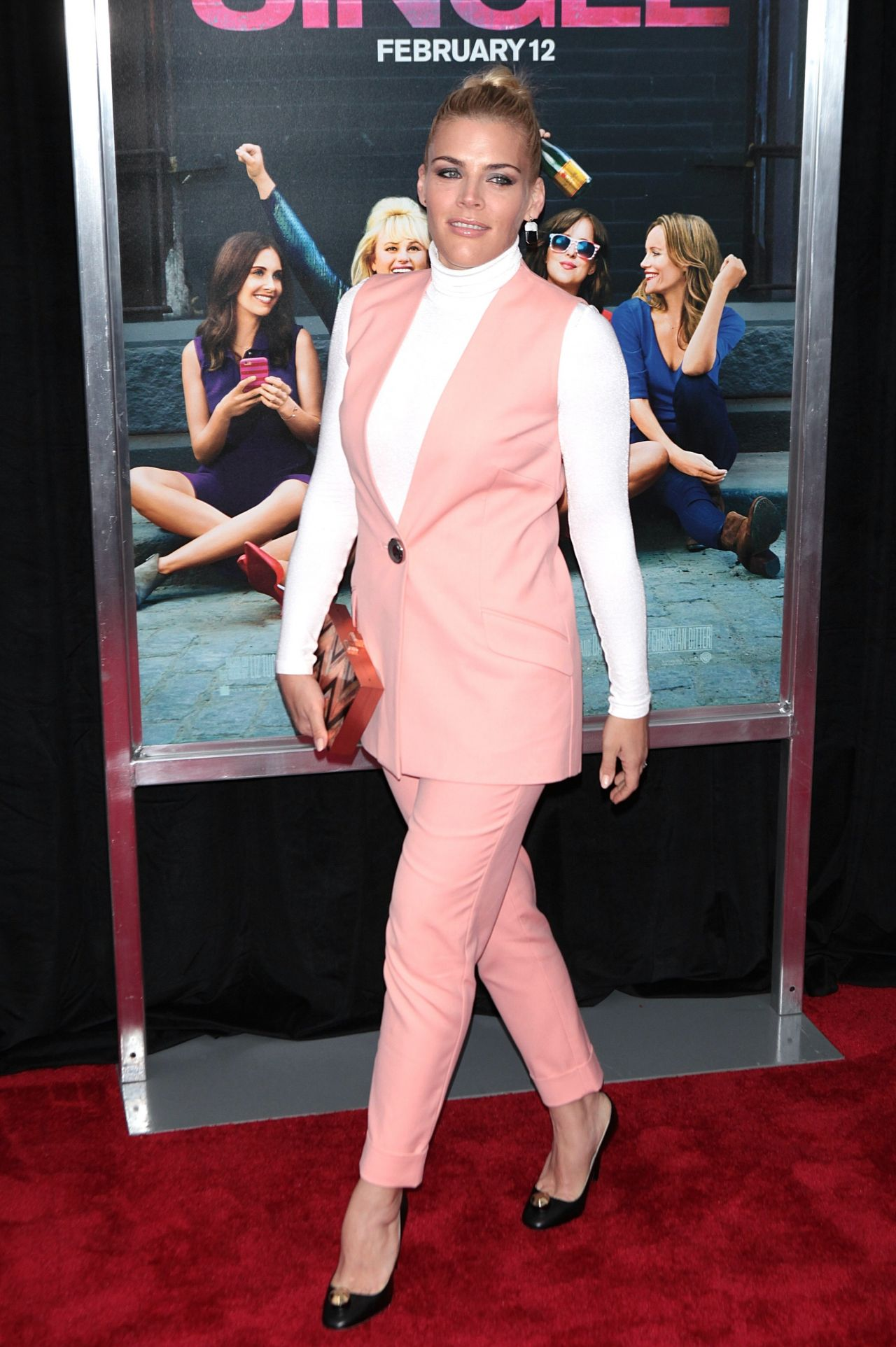 Busy Philipps €� 'how To Be Single' Premiere In New York