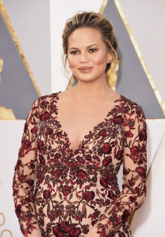 Chrissy Teigen – Oscars 2016 in Hollywood, CA 2/28/2016