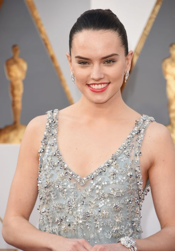 Daisy Ridley – Oscars 2016 in Hollywood, CA 2/28/2016