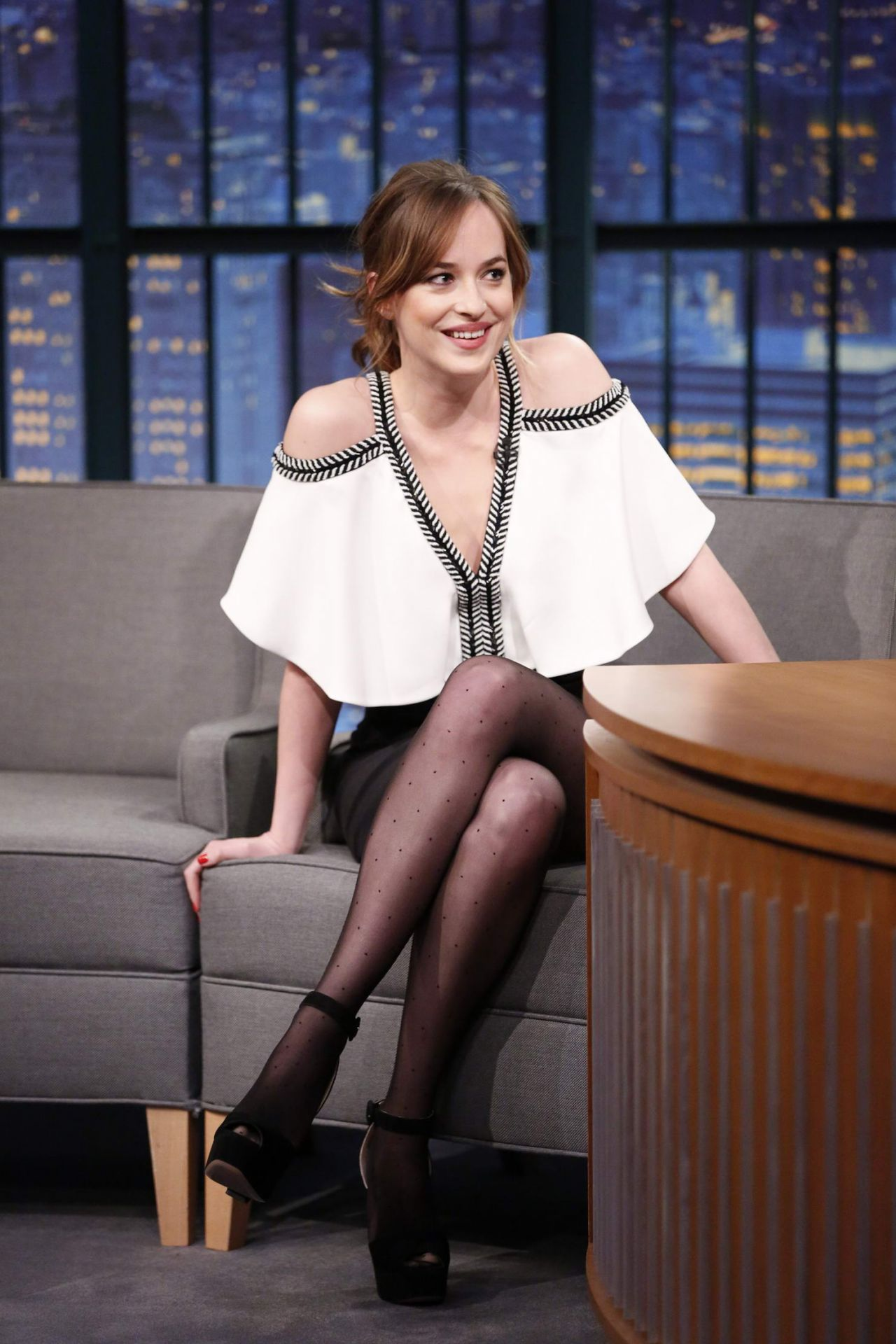 Claire forlani in pantyhose