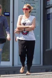 Dannii Minogue Street Style - Leaving a Doctors Clinic in Melbourne, January 2016