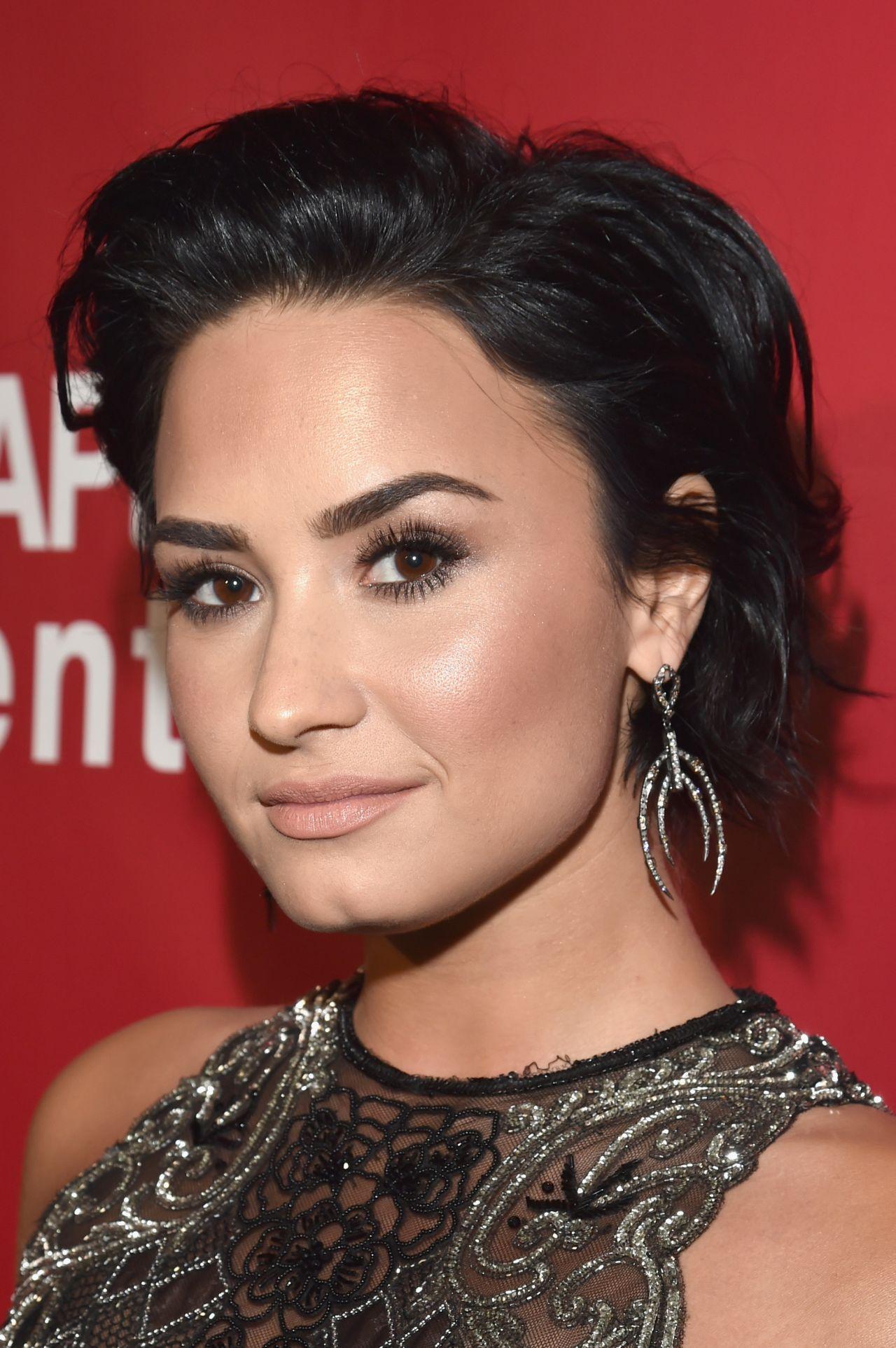 Demi Lovato - 2016 Mus...